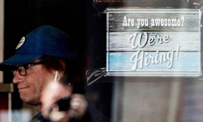Photo of U.S. jobless claims fall to 364,000, a new pandemic low